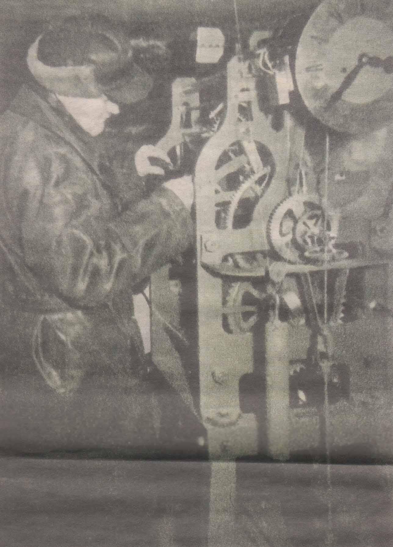 """Пуск механизма ратушных часов. Фото из журнала """"Pilt ja Sõna"""", 1957 год."""