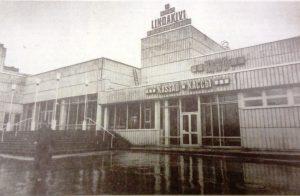 Кинотеатр «Линдакиви» в день своего открытия. Фото из газеты «Вечерний Таллинн».