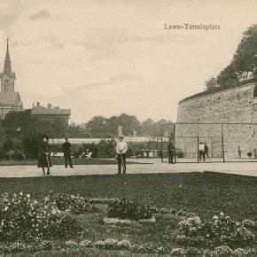 Теннисные площадки на краю бульвара Каарли очень скоро стали местной достопримечательностью и еще до Первой мировой войны попали на ревельские открытки.