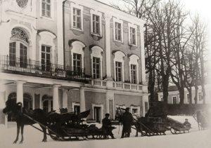 Перевозка экспонатов будущего Художественного музея в Екатерининский дворец Кадриорга. Зима 1921 года.