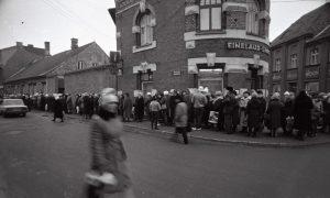 Очередь за кофе в Пярну.  ФОТО: Henn Soodla, Eesti Filmiarhiiv