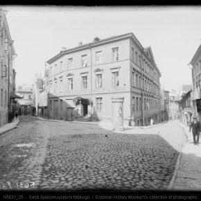 Гостиница «Петербург» (В 1914-1921 годах) – «Петроград», где начало работу постоянное представительство РСФСР в Эстонской Республике.