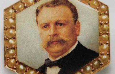 Портрет Иосифа Копфа владельца на золотой брошке