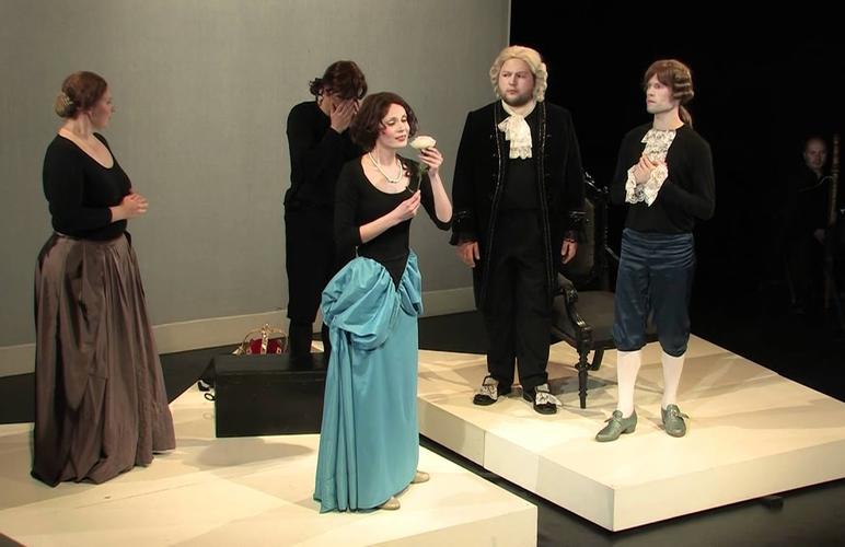 Сцена из второго акта современной постановки «Верной Аргении». 2011 год.