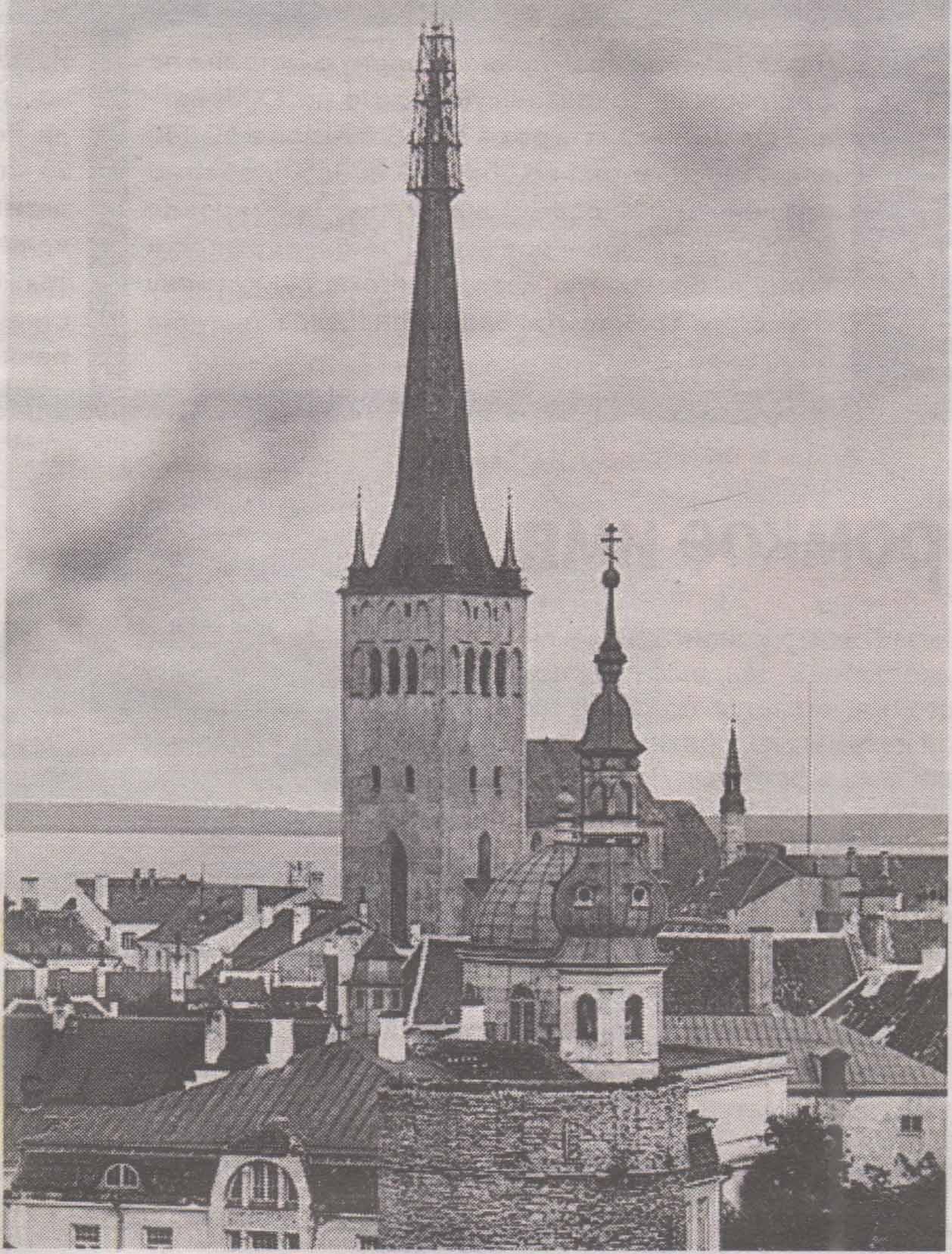 Вид на шпиль церкви Олевисте со строительными лесами во время проведения послепожарных реставрационных работ. Август-ноябрь 1931 года.